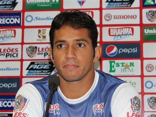 Atacante Assisinho não conseguiu marcar gol contra o Ceará