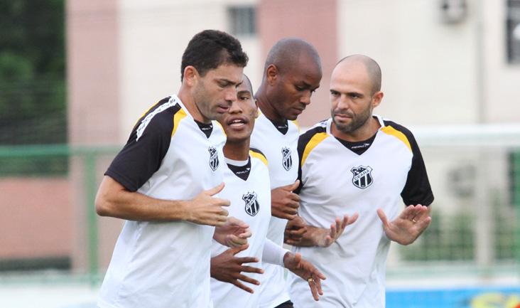 Zagueiro Anderson Marques (à direita) pode estrear pelo Ceará
