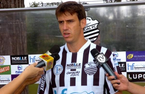 Eduardo Luiz chega para reforçar a defesa do Leão