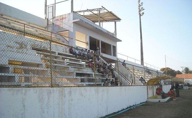 Estádio do Uniclinic vazio em partida entre Maguary x Calouros do Ar