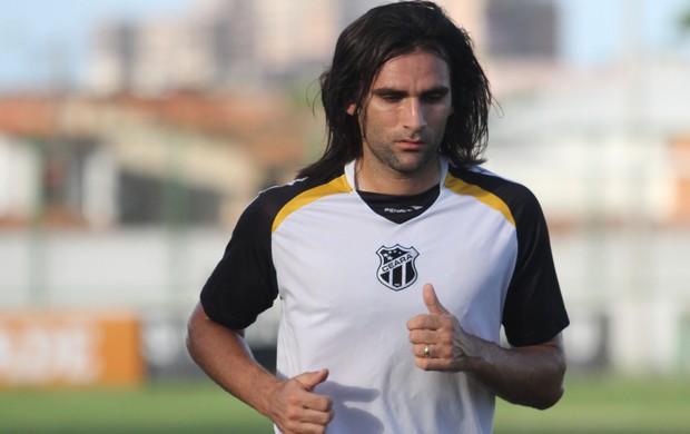 Léo Gamalho marcou 6 gols com a camisa do Ceará (FOTO: Divulgação/CearaSC.com)