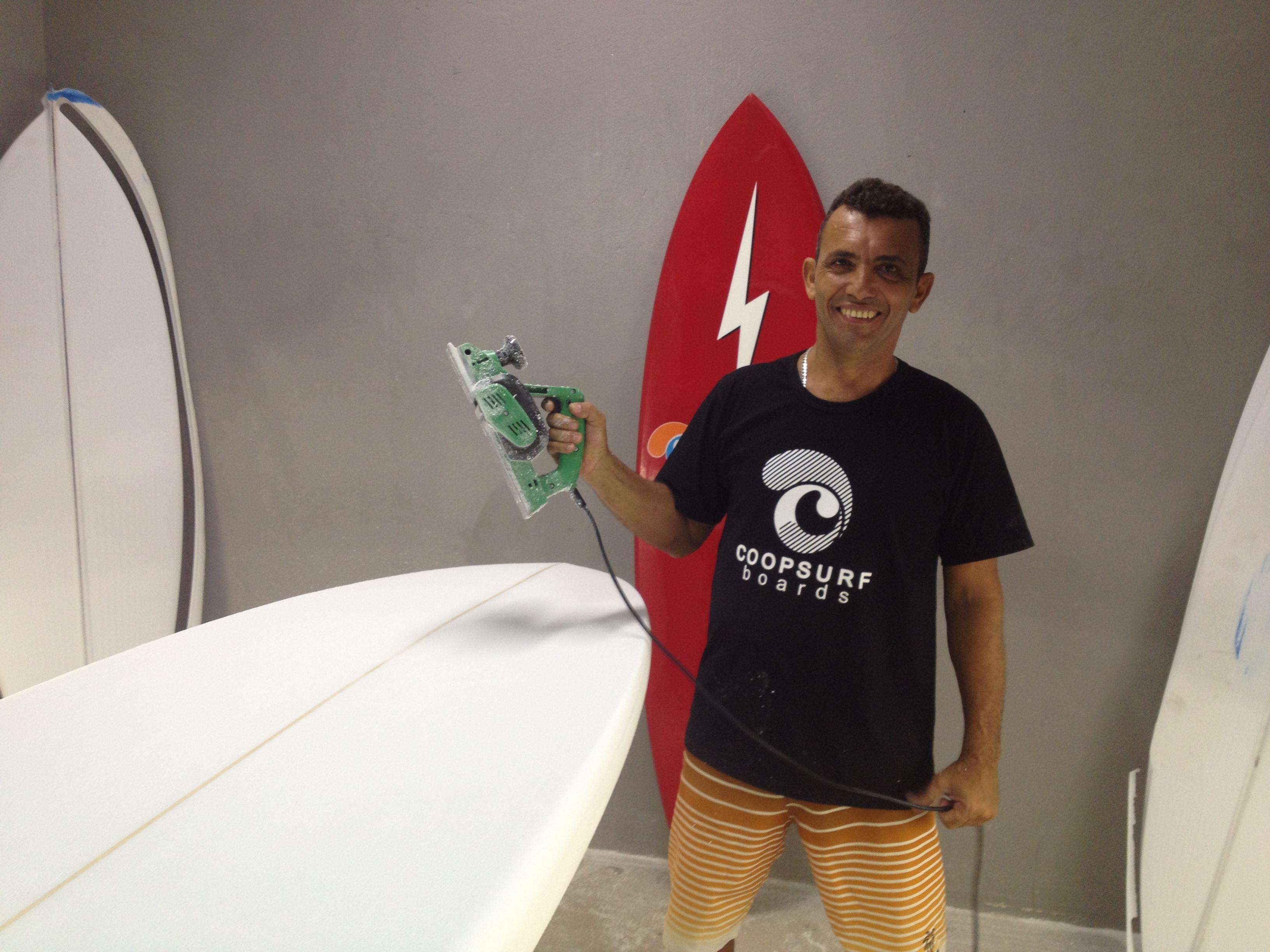 O atual campeão brasileiro da categoria Super Master, Marcelo Bibita, é um dos mentores da Cooperativa de Produção para Serviços de Surf (Coopersurf) (FOTO: Lucas Catrib)