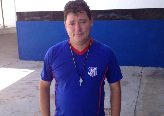 O técnico José Neto é responsável pelo jovens talentos do Estação