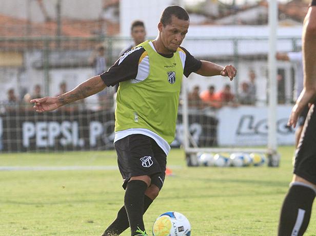 Souza volta ao time depois de ser poupado contra o Fortaleza (FOTO: Divulgação/Nodge Nogueira)