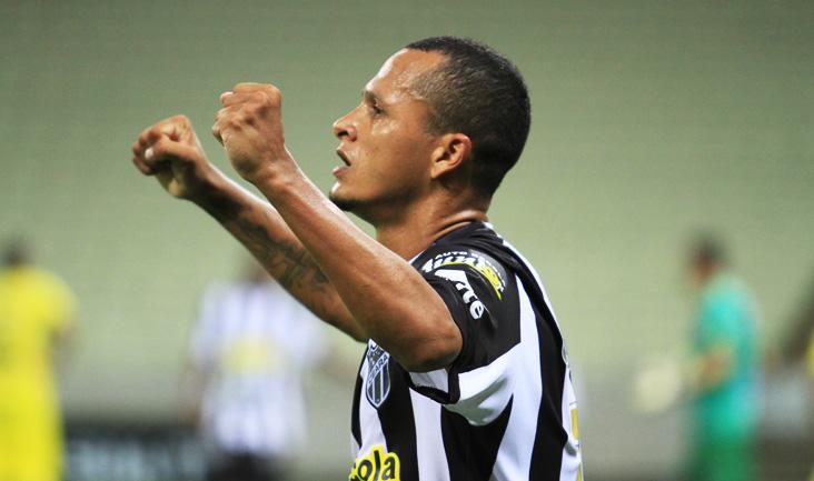 Souza entrou no segundo tempo e conseguiu ser responsável pela assistência do gol de Magno Alves (FOTO: Divulgação/CearaSC.com)