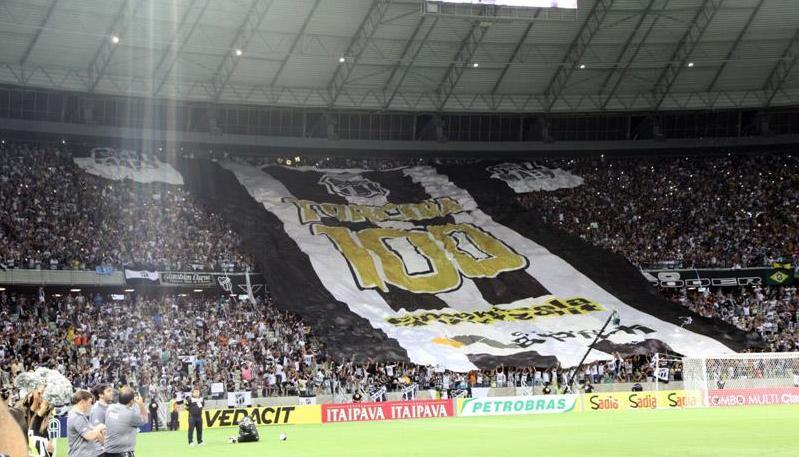 A torcida do Ceará exibiu mais uma vez o camisão referente aos 100 anos do clube (FOTO: Divulgação/CearaSC.com)