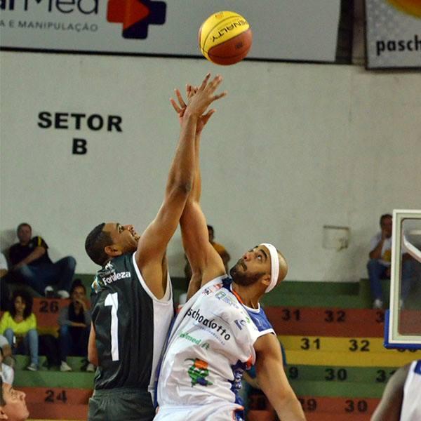 Dentro do ginásio Panela de Pressão, prevaleceu a juventude do time cearense (FOTO: Divulgação/Bauru)