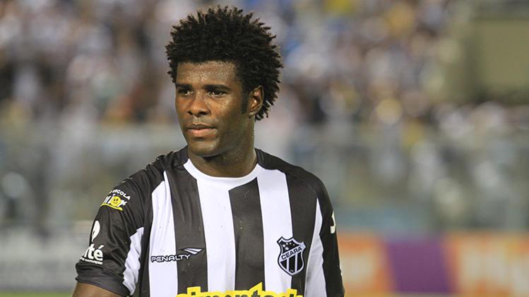 Recuperado de uma lesão na coxa, Sandro está de volta ao time titular (FOTO: Divulgação/CearaSC.com)