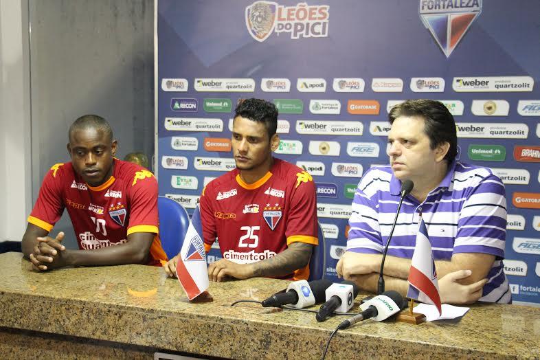 Zé Paulo e Wellington Bruno foram apresentados à imprensa pelo presidente Daniel Frota. (Foto: Anderson Azevedo)
