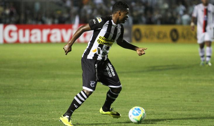 Nikão foi expulso no jogo contra o Joinville depois de reclamar da arbitragem (FOTO: Divulgação/CearaSC.com)