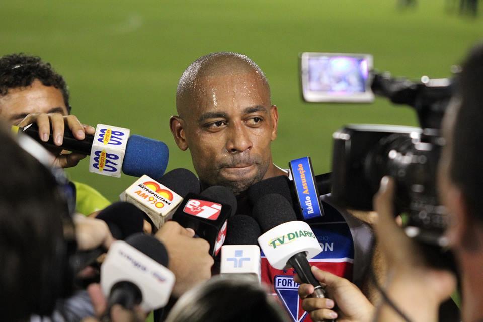 Robert demonstrou chateação após o empate diante do Macaé, resultado que eliminou o Fortaleza da Série C (FOTO: Divulgação/Nodge Nogueira)