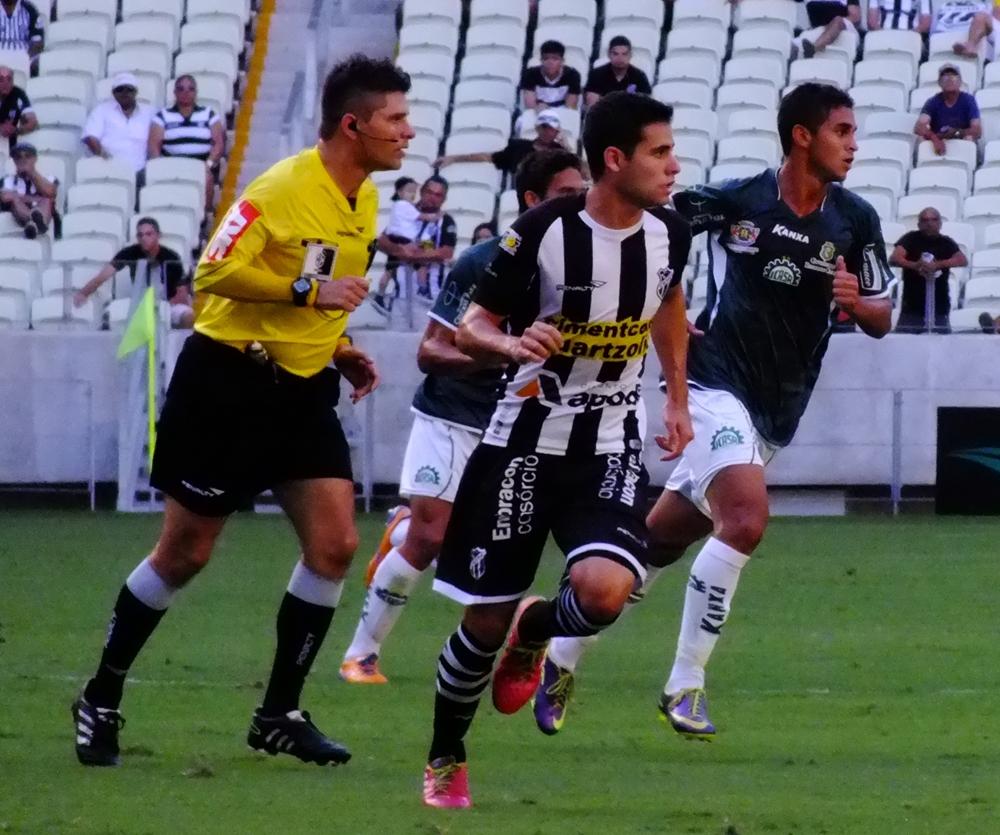 Após quase um mês fora por lesão, Eduardo retorna a equipe titular. (Foto: Garibaldi Soares)