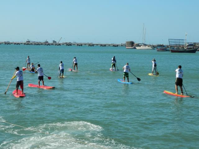 A Beira Mar possui alguns pontos de aluguel de pranchas de stand up paddle (FOTO: Divulgação/ASUP-CE)