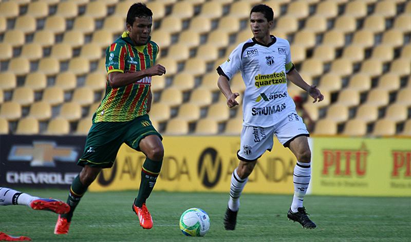 Eloir é o quinto reforço do Ceará para temporada 2015. O atleta defendeu o Sampaio Corrêa na última temporada (Foto: Christian Alekson/CearaSC.com)