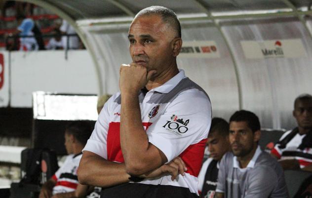 Oliveira Canindé dirigiu o Santa Cruz na reta final da Série B (FOTO: Divulgação/Coral Net)