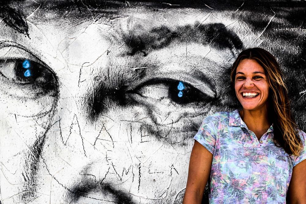 Tricampeã de bodyboard Isabela Sousa