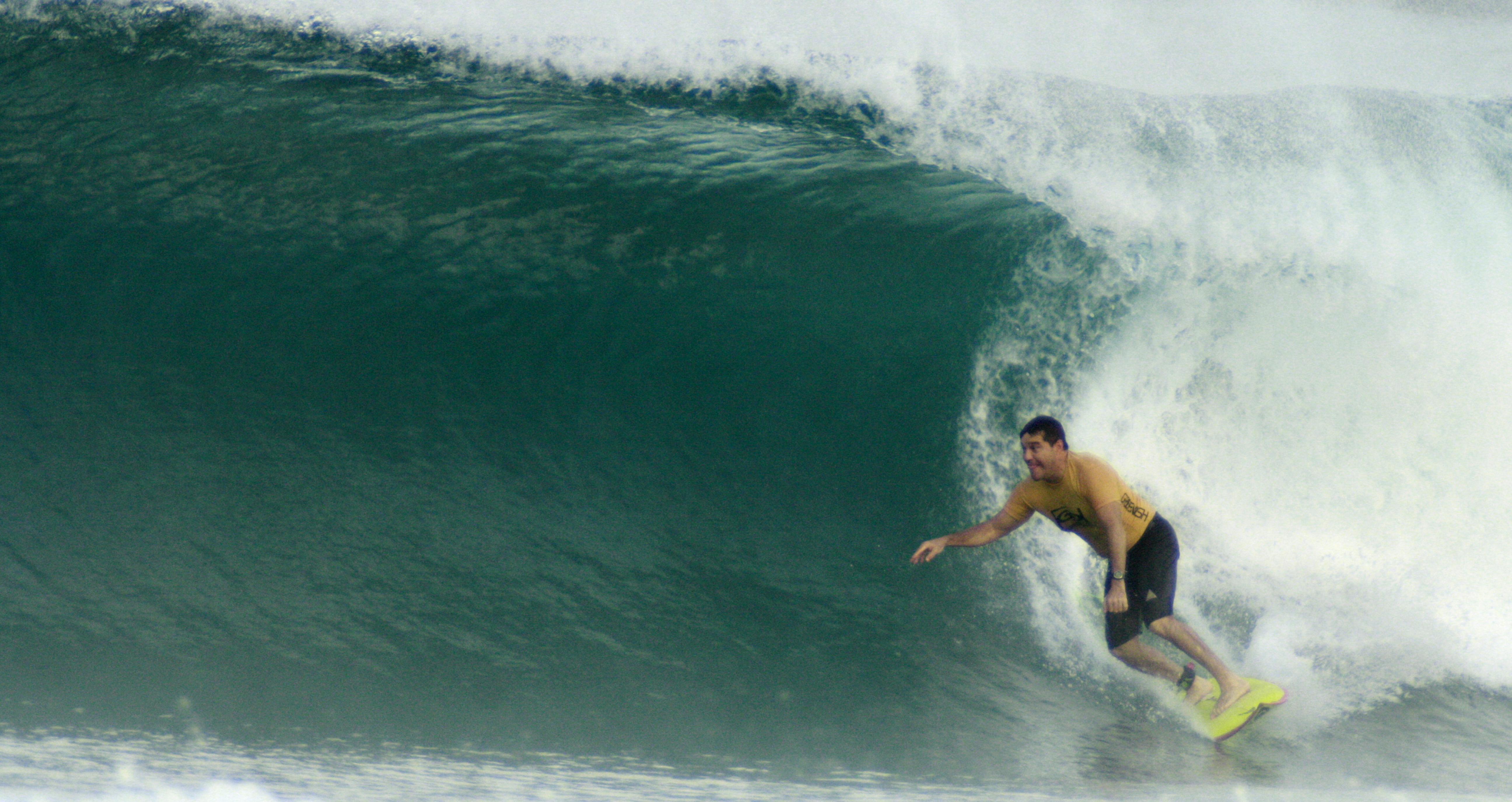 """Ricardo Martins, o """"Kadinho"""", já surfou em mais de 100 países (Foto: Arquivo Pessoal)"""