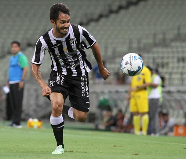 Assisinho deve formar a dupla de ataque com Magno Alves (FOTO: Christian Alekson/CearaSC.com)