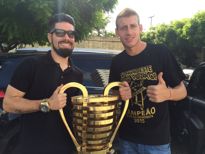 Taça da Copa do nordeste visita o Sistema Jangadeiro (Foto: Lucas Matos/Tribuna do Ceará)