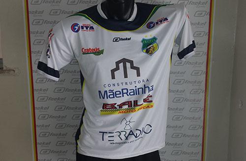 Baseando-se na temporada 2013, o Guerreiro do Poti continua cheio de mecenas no uniforme. No total, nove apoiadores estampam, tendo 13 inserções, a camisa do Crateús (Foto: Divulgação)