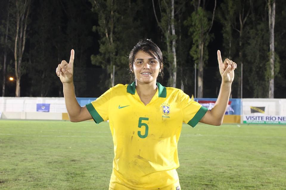 Gabriela Morais defendeu o Brasil no Mundial Sub-20 do Canadá, realizado no ano passado (FOTO: arquivo pessoal)