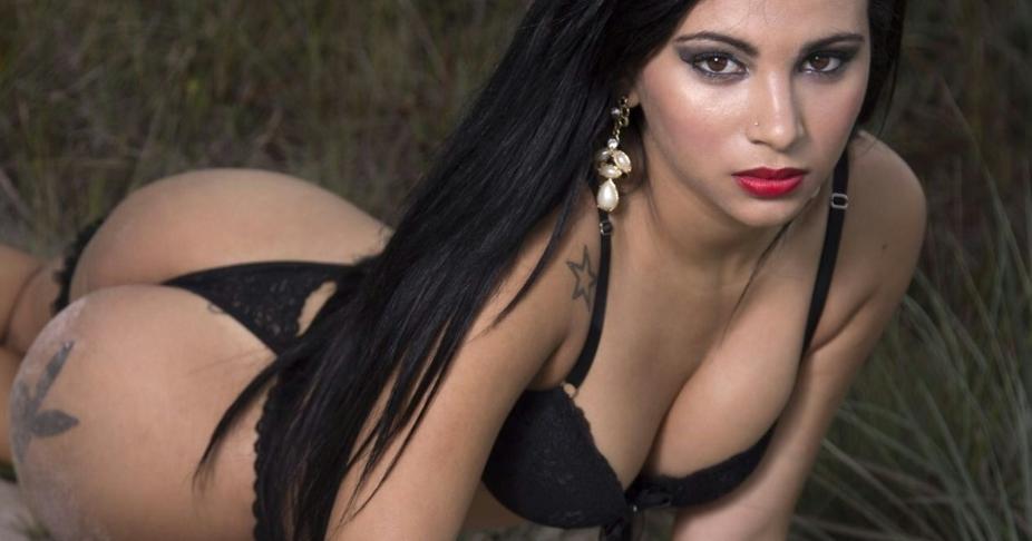 Kelya Santos é uma das candidatas possíveis a musa do Ceará (FOTO: reprodução/uol.com.br)