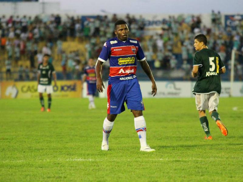 Lúcio Maranhão entrou no segundo tempo e participou da jogada do primeiro gol (Foto: Divlugação/Nodge Nogueira)