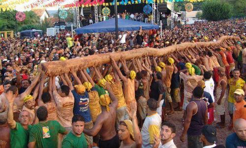 A tradicional reúne mais de 300 mil pessoas (Foto:Reprodução/Facebook)
