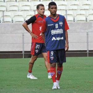 Um dos grandes nomes da equipe é o volante Pio (Foto: Reprodução/Facebook)
