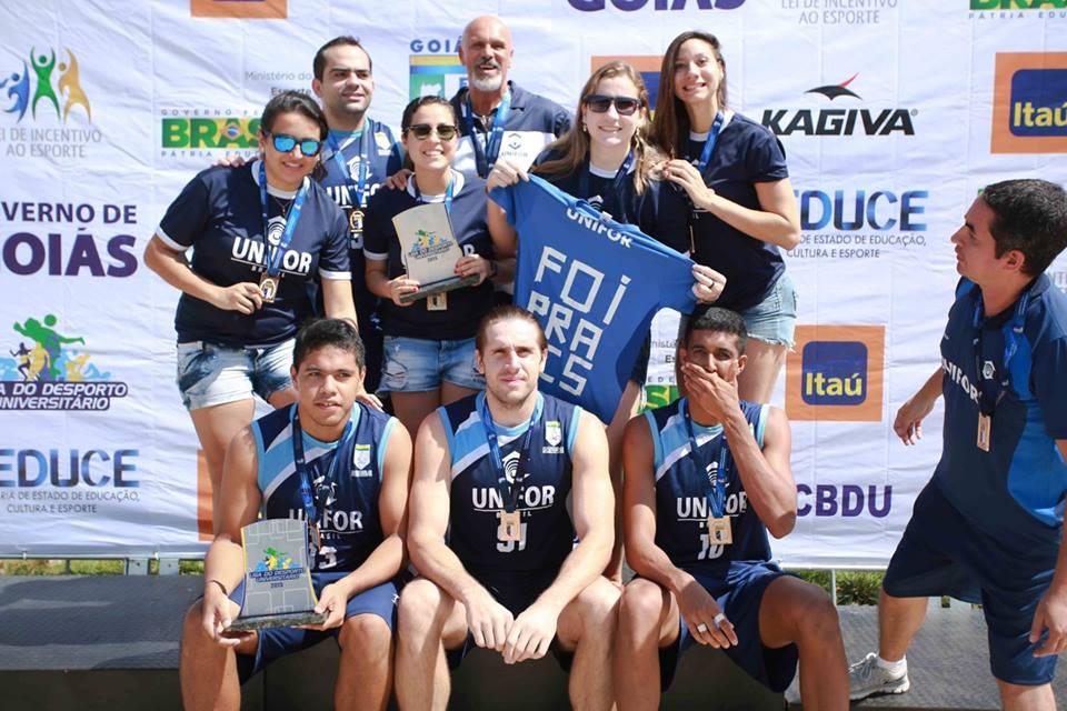 Os times masculino e feminino da Unifor venceram o torneio 3x3 da Liga do Desporto Universitário (LDU) (Foto: Luiz Pires/Fotojump)