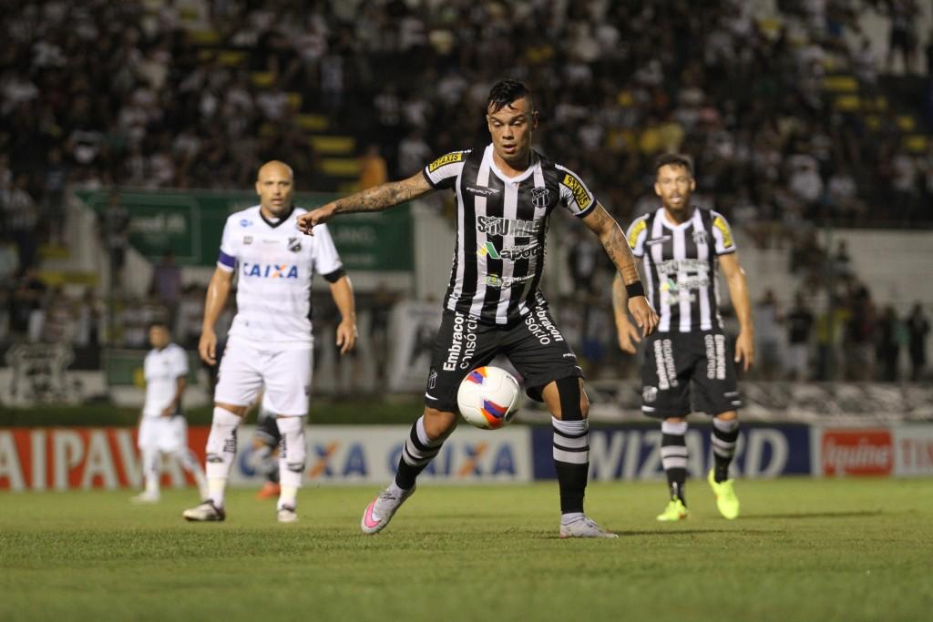 Bernardo, meia do Ceará, por enquanto, atuou em poucas partidas pelo clube na Série B (Foto: Christian Alekson/cearasc.com)