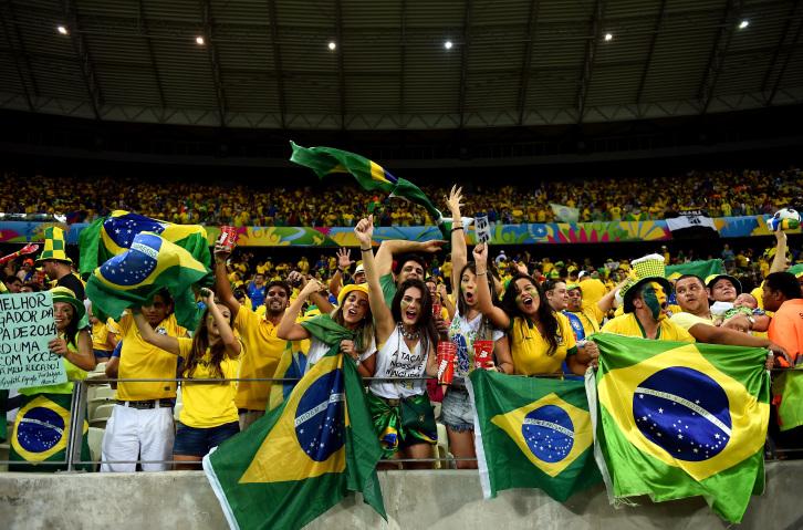 A seleção brasileira volta a jogar na Arena Castelão. A última partida foi diante da Colômbia, na Copa 2014 (Foto: Getty Images)