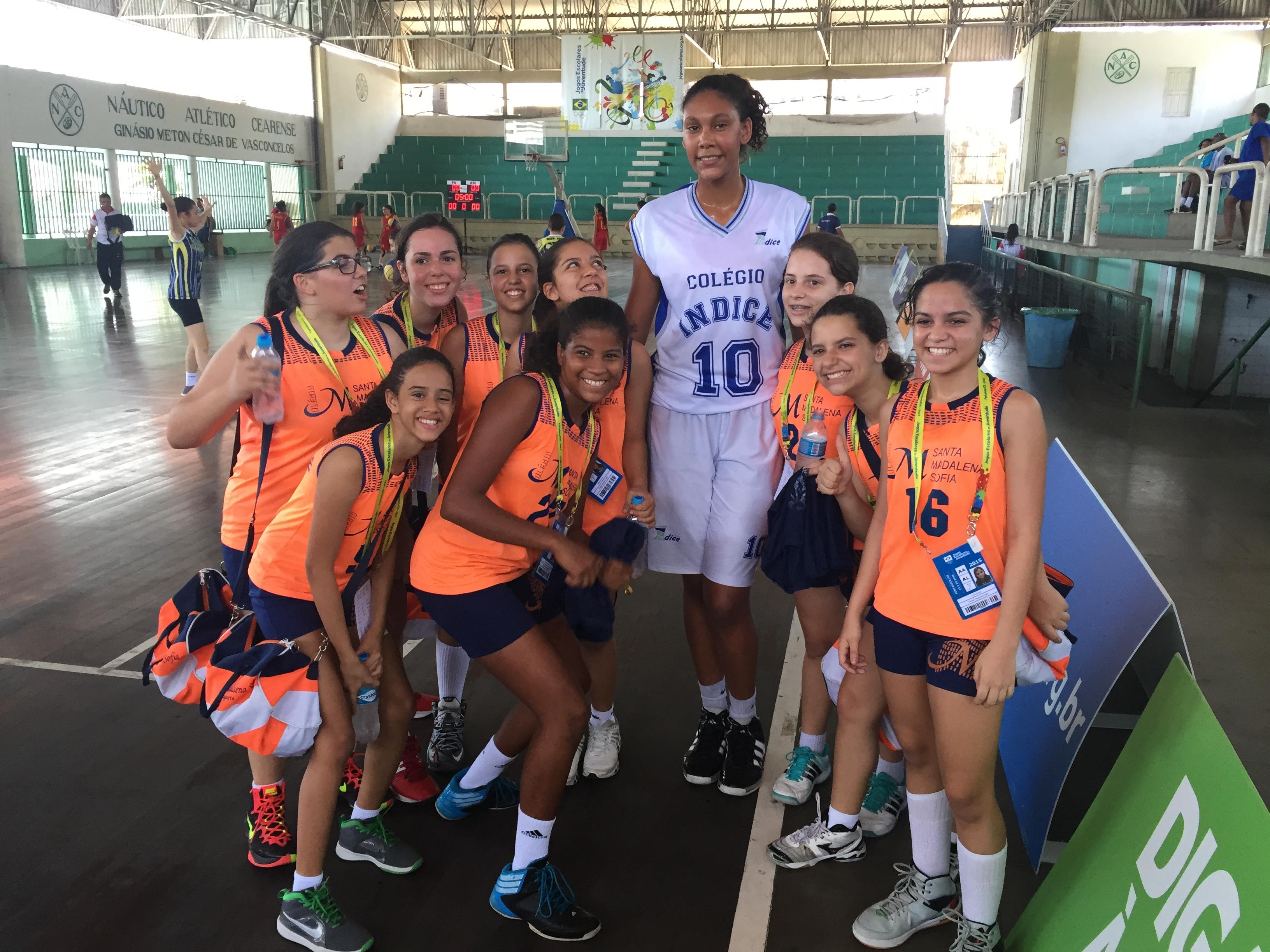 Kamilla Soares, de 1,97m, já foi convocada até para a seleção brasileira sub-17 (Foto: Lucas Catrib)