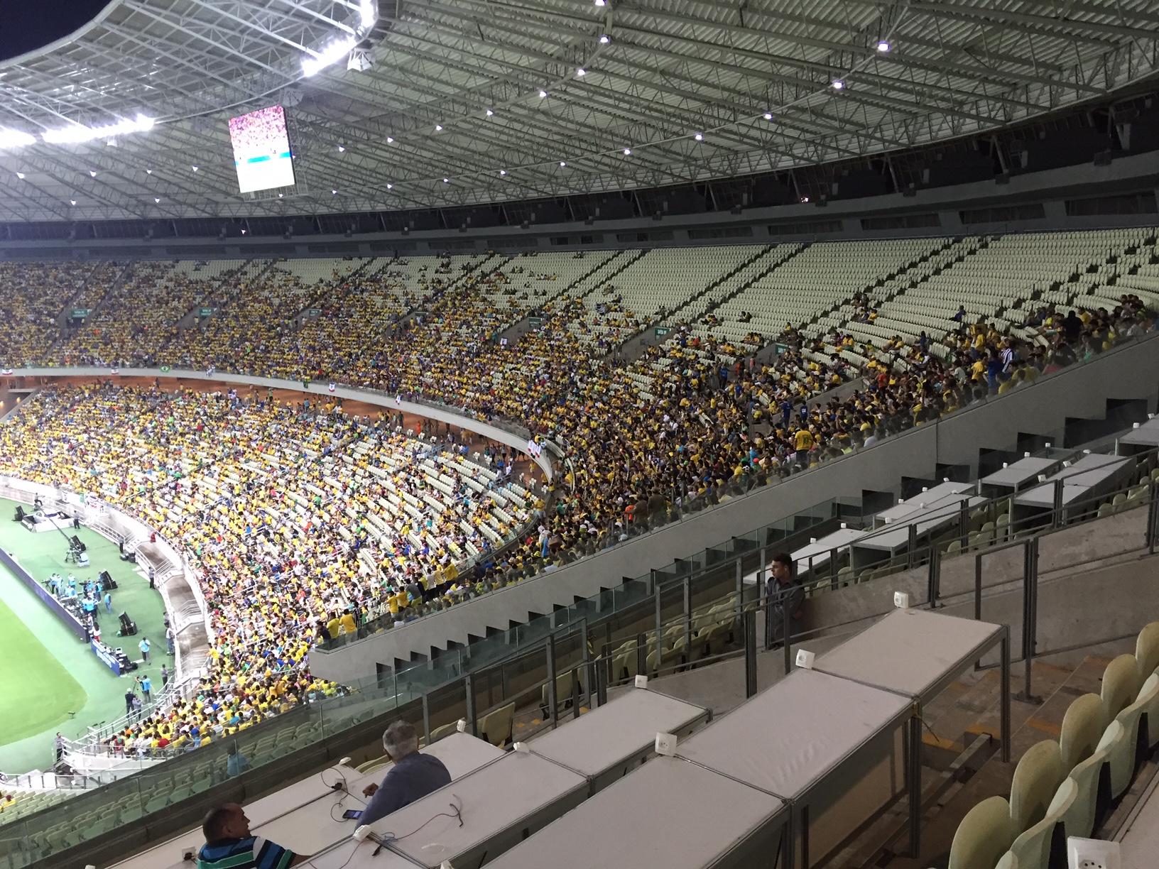 Arena Castelão ficou com vários espaços vazios durante o segundo jogo das Eliminatórias (Foto: Lucas Catrib)