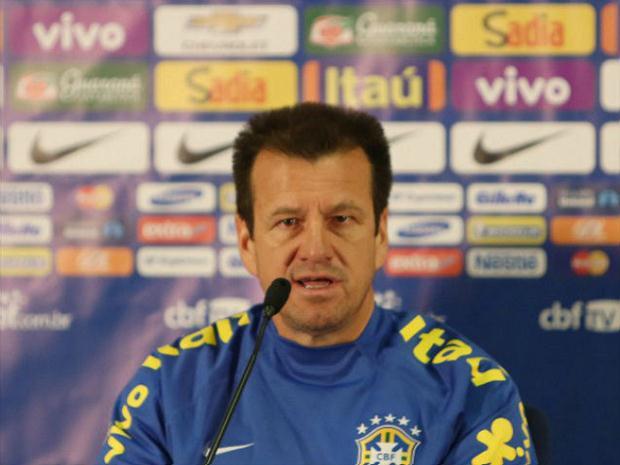 Dunga concedeu entrevista no estádio Presidente Vargas (Foto: divulgação/CBF)
