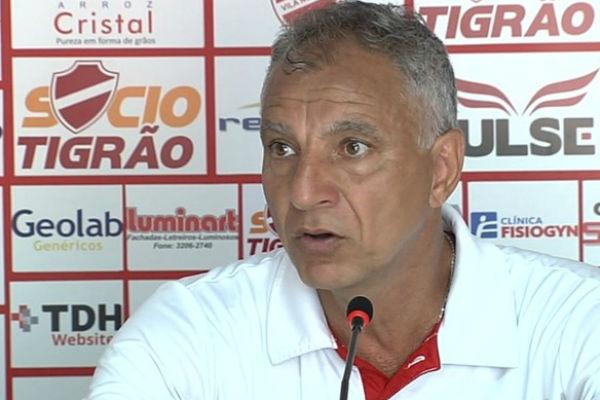 Márcio Fernandes conseguiu o acesso a Série B pelo time do Vila Nova (Foto: Reprodução/TV Anhanguera)
