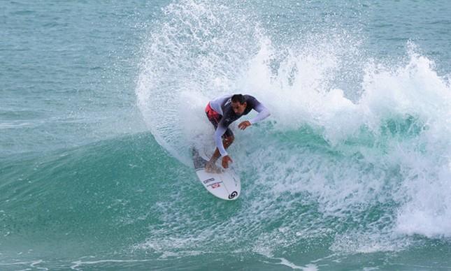 Fabinho Silva disputou o Circuito Mundial de Surfe em 1998 e 1999 (FOTO: divulgação)