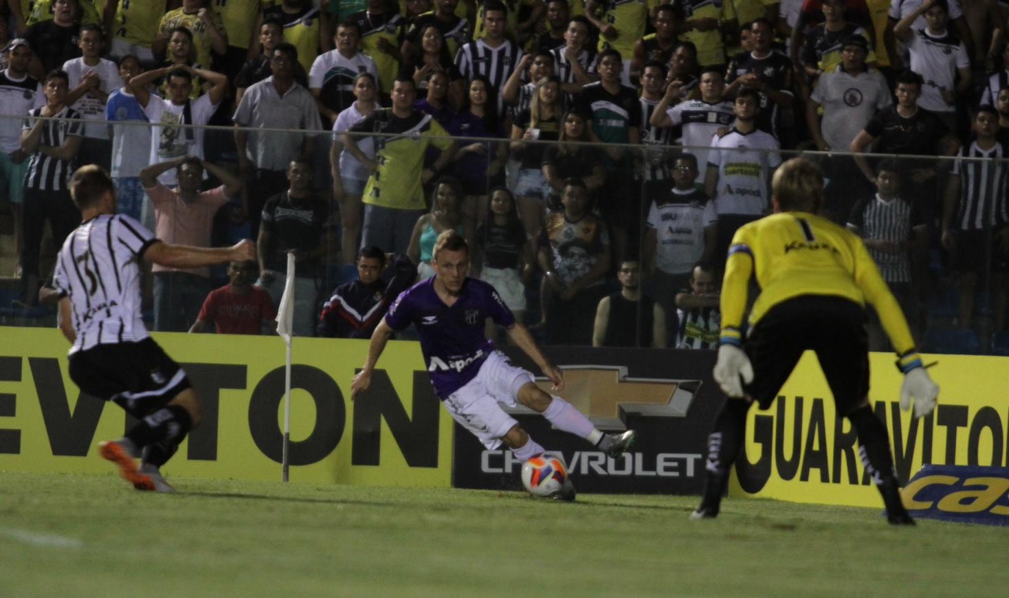 Alex Amado foi o responsável pela jogada do primeiro gol alvinegro (Foto: Christian Alekson/cearasc.com)