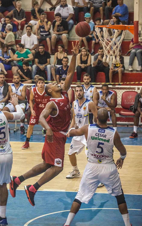 O ala Marcus Vinícius Toledo foi o grande destaque da partida (Foto: delima/dubem)