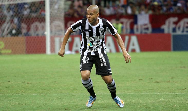Fernandinho fez um gol na reta final da partida (Foto: Christian Alekson/cearasc.com)