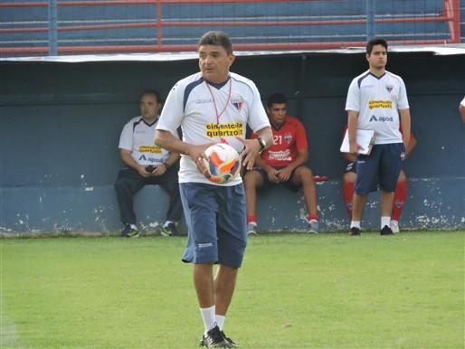 Flávio Araújo comanda o líder do grupo A1 do Estadual (Foto: Divulgação/Fortalezaec)