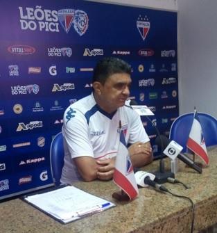 Flávio Araújo poupará o time titular (FOTO: Artilheiro)
