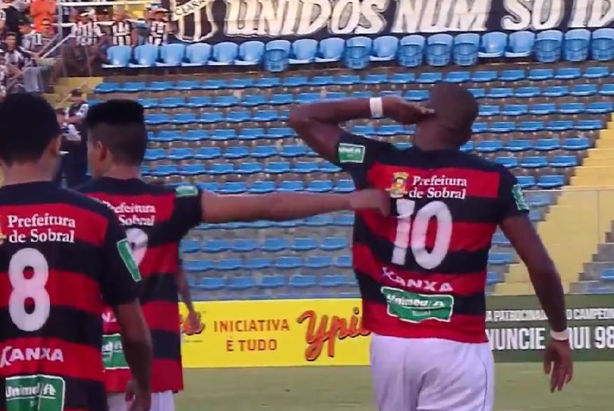 Luiz Carlos tentou provocar o torcedor do Ceará após o gol no estádio Presidente Vargas (Foto: Reprodução/Esporte Interativo)