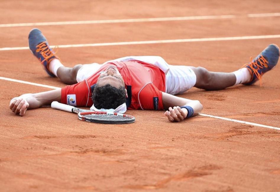 Após a vitória sobre Tsonga, Monteiro comemorou de forma emocionada (FOTO: Reprodução/Twitter)