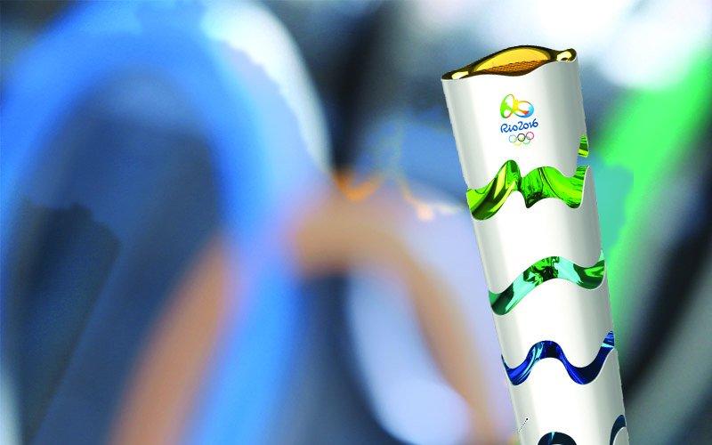 Medalhista olímpico consegue direito de carregar a tocha após reivindicar na internet