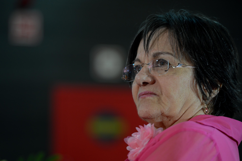 Maria da Penha encerra revezamento da tocha e acende pira olímpica em Fortaleza