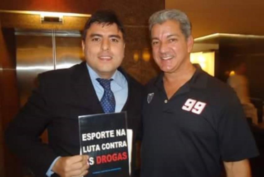 Bruce Buffer Cearense ganha a vida narrando lutas de MMA em Fortaleza