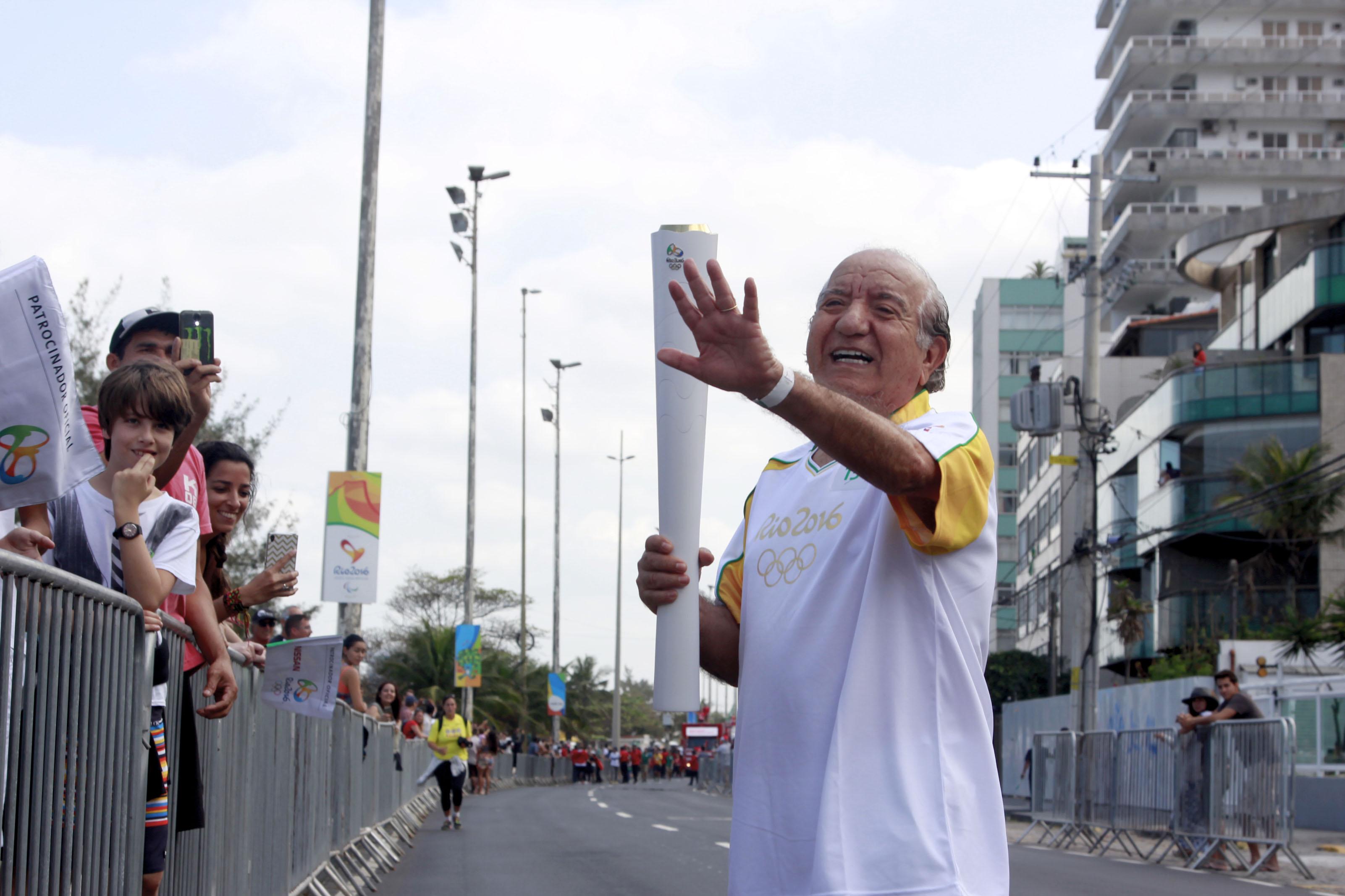 Cearense que conquistou cariocas pela gastronomia conduz tocha olímpica