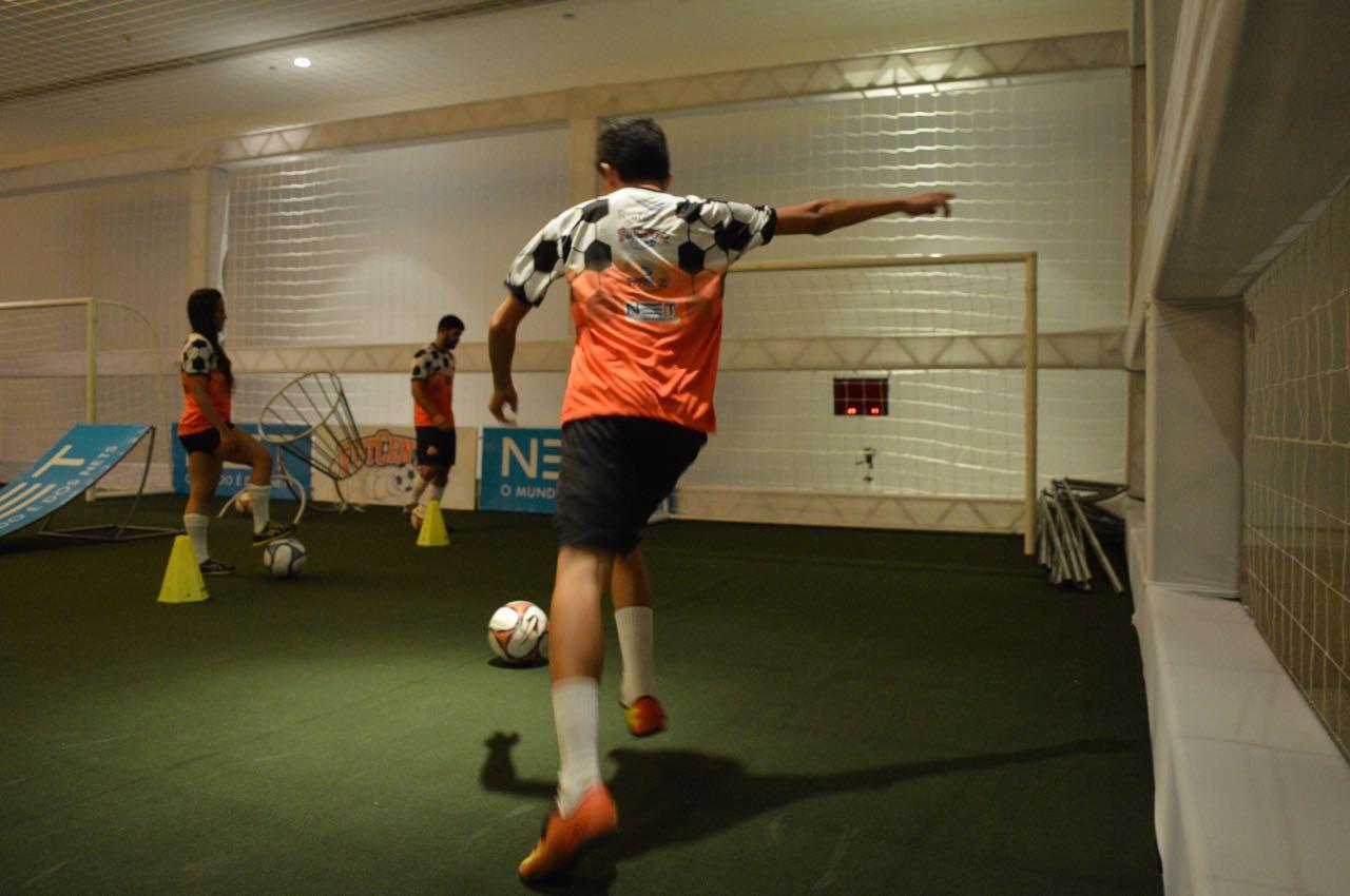 Teste a força do chute a gol e qualidade do passe em evento em Fortaleza