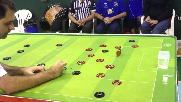 Shopping de Fortaleza promove escolinha de futebol de mesa